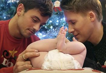 Tom Daley et Dustin Lance Black répondent aux critiques après avoir posté une photo de leur bébé