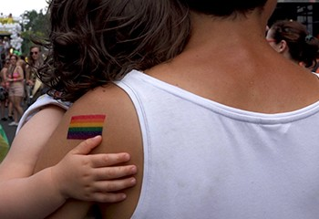 rencontre avec Émilie Jouvet qui signe un documentaire passionnant sur l'histoire de l'homoparentalité