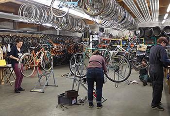 À Nantes, découvrez un atelier non mixte d'auto-réparation de vélos