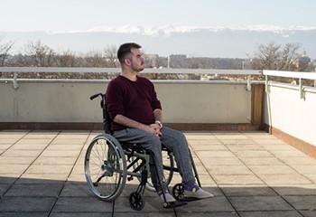 On pense encore que les personnes handicapées sont destinées à rester dans la sphère sur privé