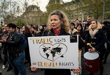 La manifestation contre la transphobie a réuni 400 personnes à Paris