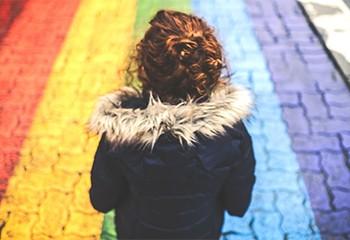 Comment faire son coming out dans une famille homophobe