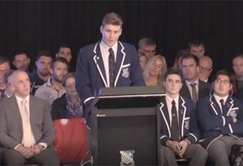 Australie : une standing ovation pour un lycéen qui fait son coming-out