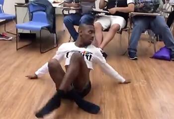 La performance de voguing enflammée d'un étudiant devient virale