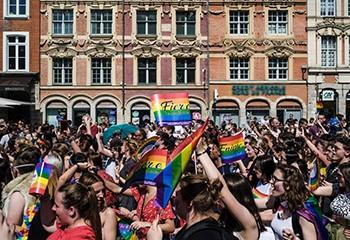 « Je suis très fier d'être ici » : on a suivi la Marche des fiertés de Lille avec des personnes LGBT+ musulmanes