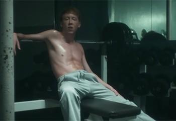 Pourquoi les gays semblent toujours être insatisfaits par leur corps ?