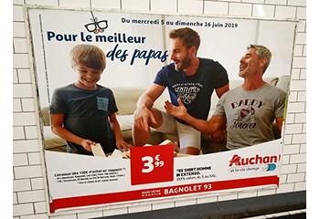 Fête des pères : l'affiche Auchan dans le métro ne montrait pas deux papas gays