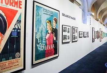 À Paris, l'exposition « Champs d'amours » célèbre brillamment 100 ans de cinéma LGBT+