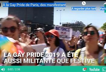 À la Gay Pride 2019 de Paris, des manifestantes bloquent le char d'Air France en soutien aux migrants