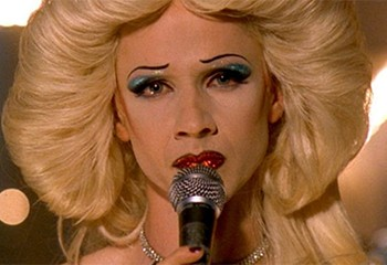 Pour John Cameron Mitchell, « Hedwig and the Angry Inch » n'est pas un personnage transgenre