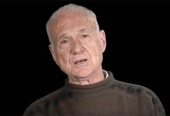 Un ancien prêtre de 85 ans s'est reconverti dans le porno gay