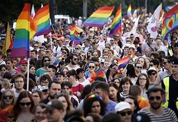 Non, en Pologne, il «n'est pas devenu légal de refuser l'entrée d'un magasin» à des clients LGBT+