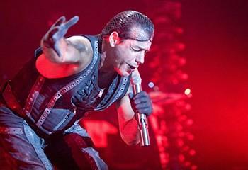 Rammstein affiche son soutien à la communauté LGBTI+ lors d'un concert en Pologne