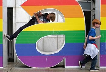 Les enfants de couples lesbiens se portent bien, selon une étude