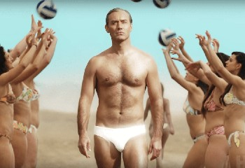 Jude Law, 46 ans et plus sexy que jamais dans le nouveau teaser de « The New Pope »