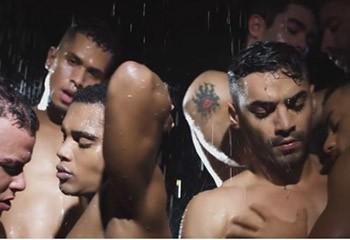 Moite et orgiaque : la nouvelle pub sexe d'Andrew Christian !