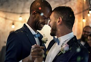 Plusieurs églises d'Irlande du Nord refusent de célébrer des mariages de couples LGBT+