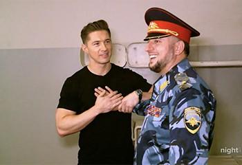 En Tchétchénie, un journaliste américain fait son coming-out au chef de la police
