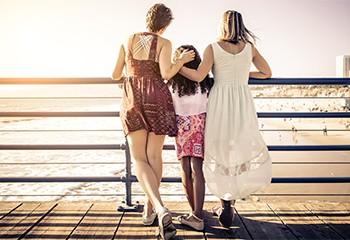 En Irlande, l'égalité en matière d'adoption progresse… mais pas pour tous les couples LGBT+