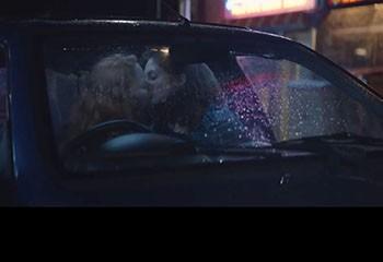 Renault fête les 30 ans de la Clio avec une pub lesbienne… au Royaume Uni