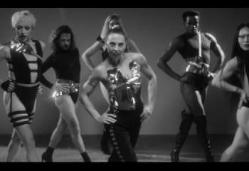 Melanie C se joint à des drag-queens dans son nouveau titre, « High Heels »