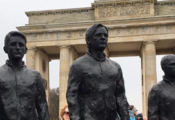Allemagne : une statue de Chelsea Manning en homme crée la polémique à Berlin