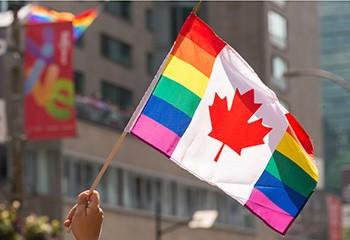 Près de neuf Canadien.ne.s sur dix sont « à l'aise » avec les personnes LGBT+, d'après un sondage