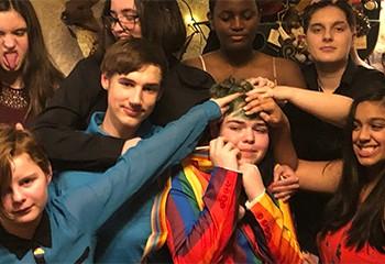 Une mère organise une « gayceañera » pour célébrer le coming out de son fils