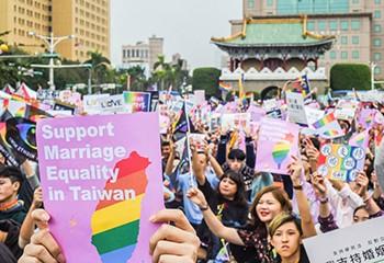 Taïwan célèbre l'anniversaire des premiers mariages de couples de même sexe en Asie