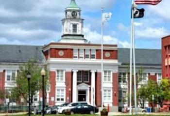 Etats-Unis Une ville du Massachusetts reconnaît légalement les relations à plus de 2 personnes