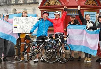 Un parent trans et son fils inaugurent le « Tour de Trans » au Royaume-Uni