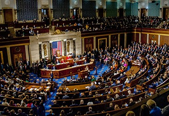 États-Unis : le Congrès vote une loi historique sur la prévention du suicide chez les personnes LGBT+