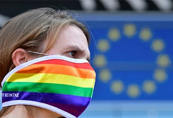 """Droits LGBTQ: la France dénonce les """"atteintes intolérables"""" subies dans l'UE"""