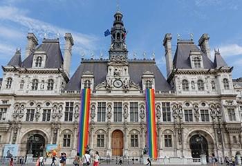 À Paris, la droite réveille les querelles autour d'un futur centre d'archives LGBT+