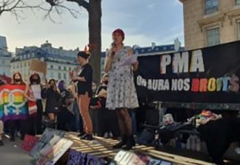 Homoparentalité Les pro-PMA manifestent devant l'Assemblée contre son extension au rabais