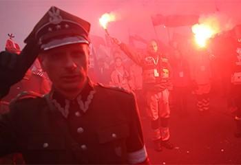 Comment la Pologne alimente une guerre culturelle et galvanise l'extrême droite