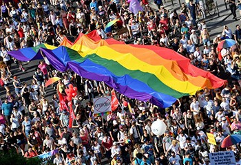 En Hongrie, le monde culturel craint la censure après la loi anti-LGBT