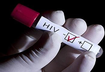 Les pays d'Afrique doivent intensifier le rythme de la riposte au VIH pour les enfants et les adolescents
