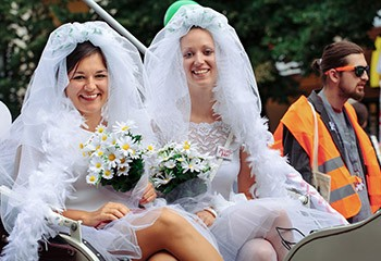 Mariage pour tous en République tchèque : pourquoi ça traîne alors que la population y est largement favorable ?