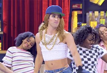 Gloss et talons à paillettes : Darren Criss se lâche sur un play-back de Mariah Carey