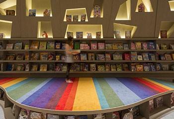 Fermetures en cascades, baisse des ventes… : les maisons d'édition LGBT+ dans la tourmente