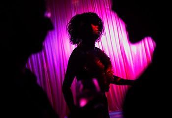 « Drag-queens et kings, club-kids, performeur.se.s de la nuit, nous voulons être payé.e.s à notre juste valeur »