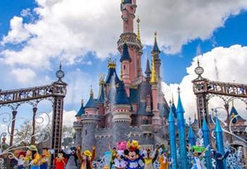 Disneyland Paris accueillera sa première parade LGBT en juin