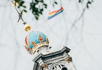 Pays-Bas : quand un texte évangélique anti-LGBT+ secoue l'ouverture d'esprit à la néerlandaise